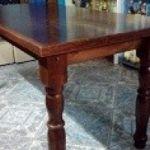 Vendo YA URGENTE 1 mesa de madera maciza impecable estado 3.500$