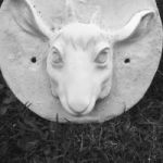 Escultura en alto relieve cabeza de antílope