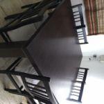 Vendo mesa cuadrada con 8 sillas