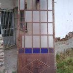 Vendo antigua puerta de hierro vidrio compartido con marco