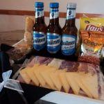 Hago desayunos y tablas de fiambre con porrón de cerveza por encargue para el 14 de febrero, día de los enamorados.
