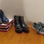 Se venden botas de cuero y zapatillas de gamuza