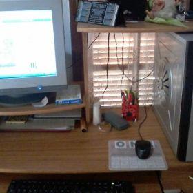 PC escritorio con mueble