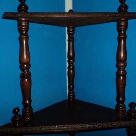 Vendo Mueble ESQUINERO de madera maciza con patas torneadas MUY LINDO y excelente estado