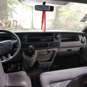 Renault master diésel 2,5. Furgón largo y alto. Modelo 2011. Revestida, tiene ventanas y ojo de Buey.