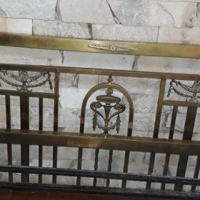 Cama de bronce antigua