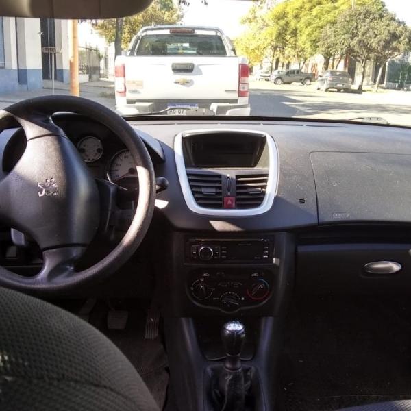 Vendo Peugeot 207.