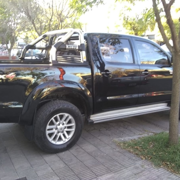 Vendo Toyota Hilux.
