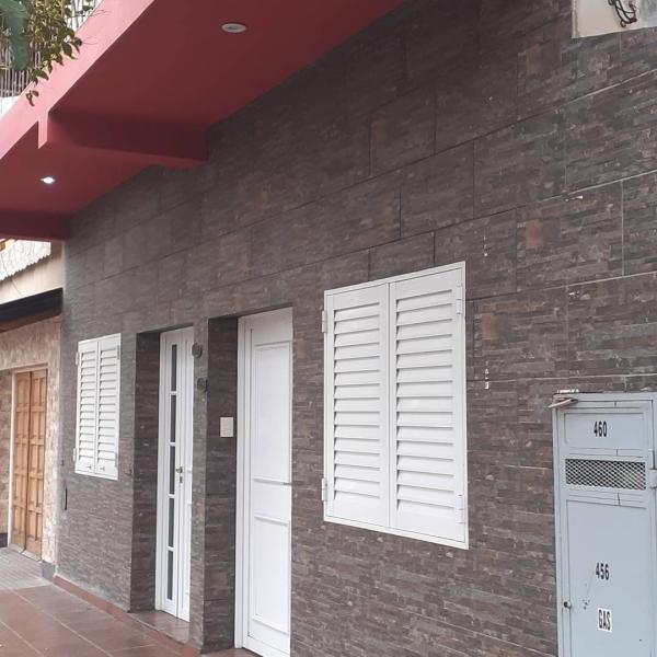 Casa + 2 departamentos + Galpon en V.E.N.T.A,  calle 10 e/ 9 y 11.