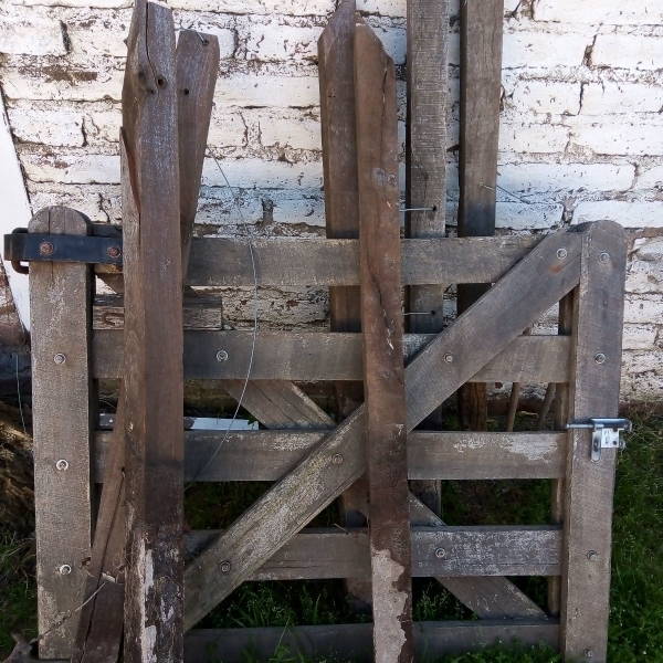 Vendo alambrado y tranquera para patio