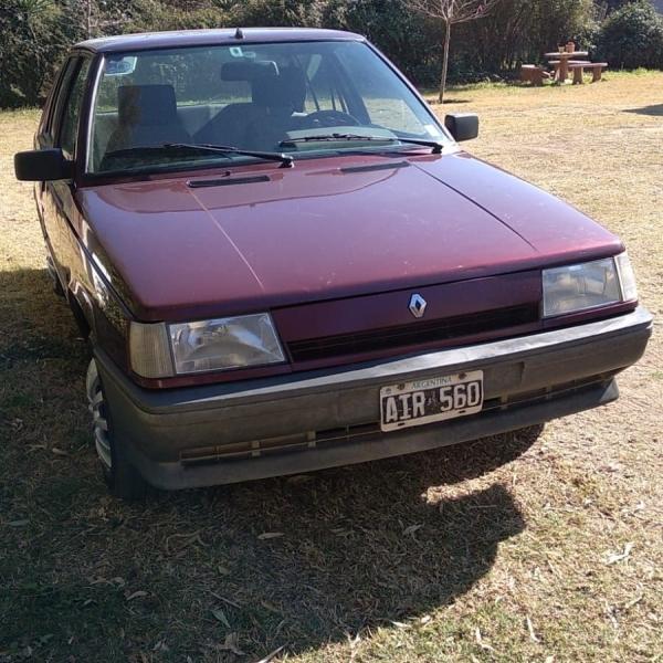 Vendo Renault 9 en excelente estado.