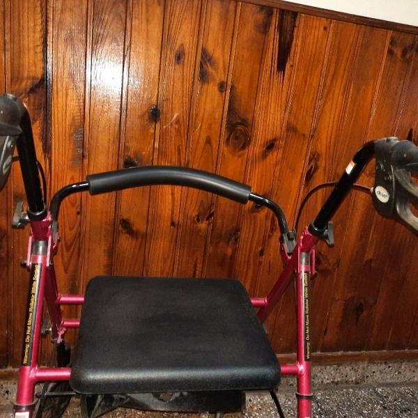 Vendo andador silla con ruedas y freno