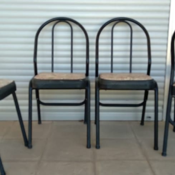 Vendo 4 sillas de caño. $ 5000