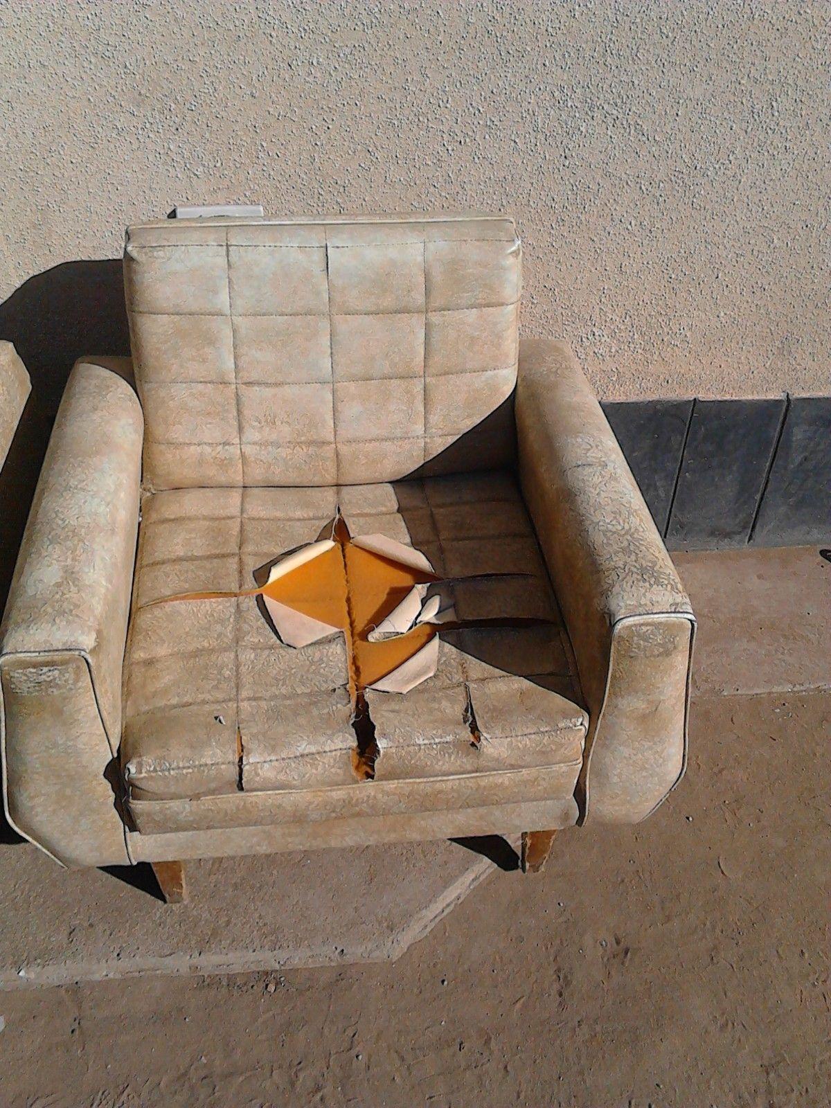 Vendo 2 sillones antiguos para restaurar hogar muebles - Vendo muebles antiguos para restaurar ...