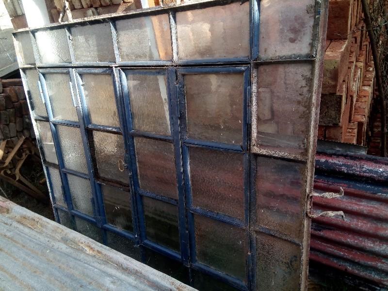 Vendo ventanas de hierro antigua y ventana de cedro for Puertas y ventanas de hierro antiguas
