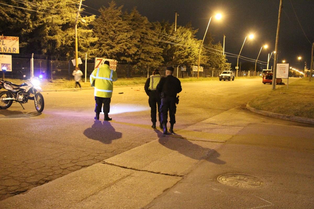La policía buscaba rastros para determinar el punto de impacto