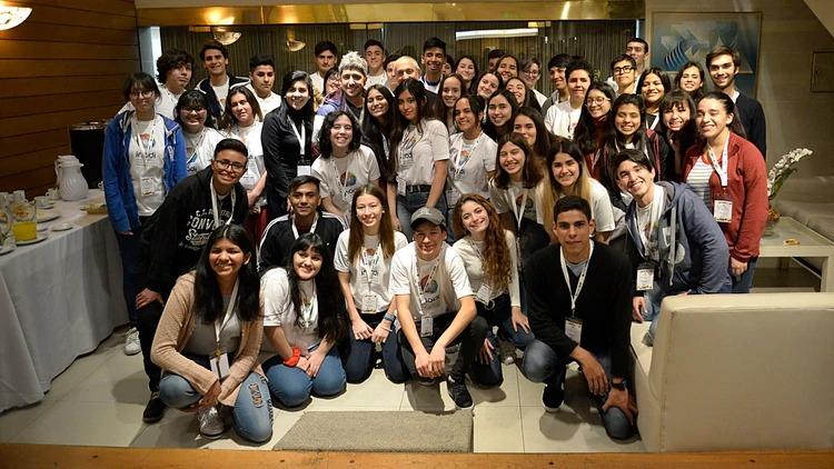 El grupo completo de estudiantes que participaron del Parlamento Juvenil del INADI