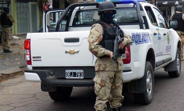 En búsqueda de armas de fuego la policía realizó allanamientos en dos barrios de General Pico