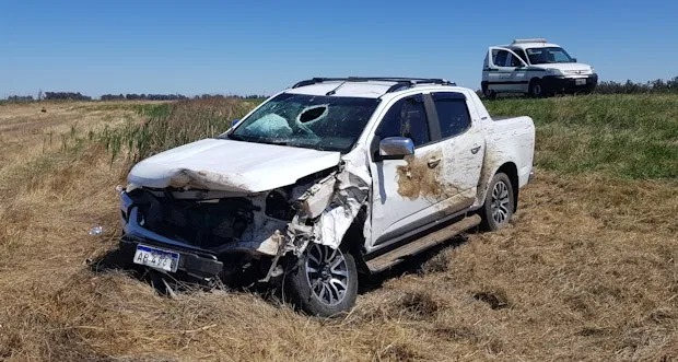 Pampeanos accidentados en ruta nacional 188 al chocar con un animal
