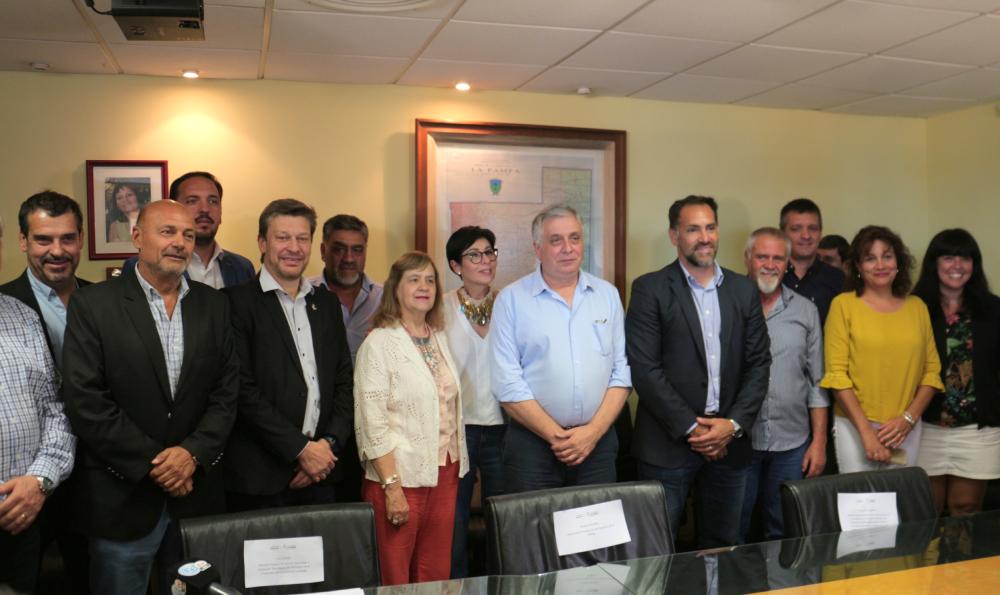 El Consejo Federal de Ciencia y Tecnología y la Provincia firmaron convenios para General Pico y otras cuatro localidades