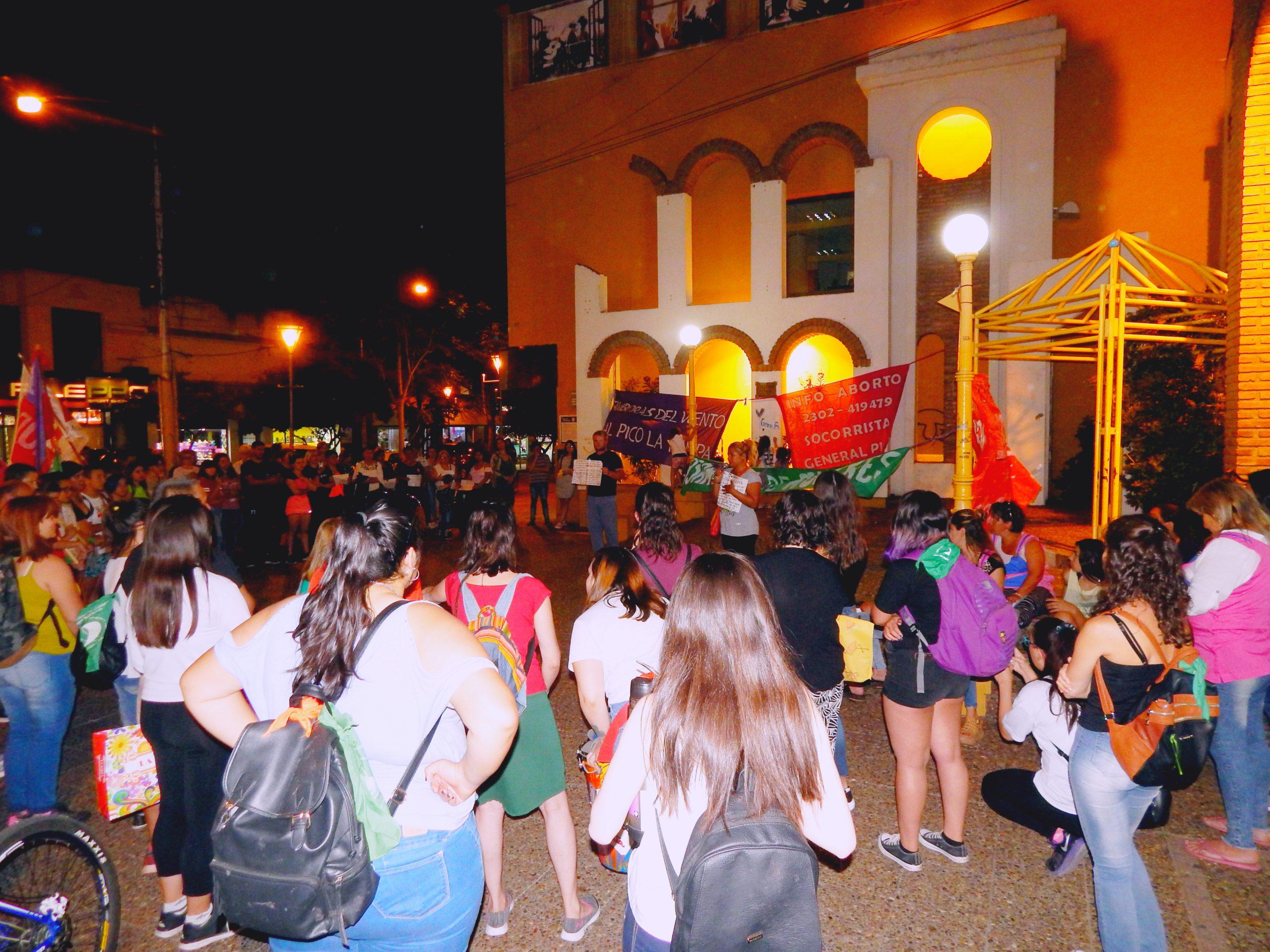 Gran marcha de mujeres en la Plaza Seca de General Pico