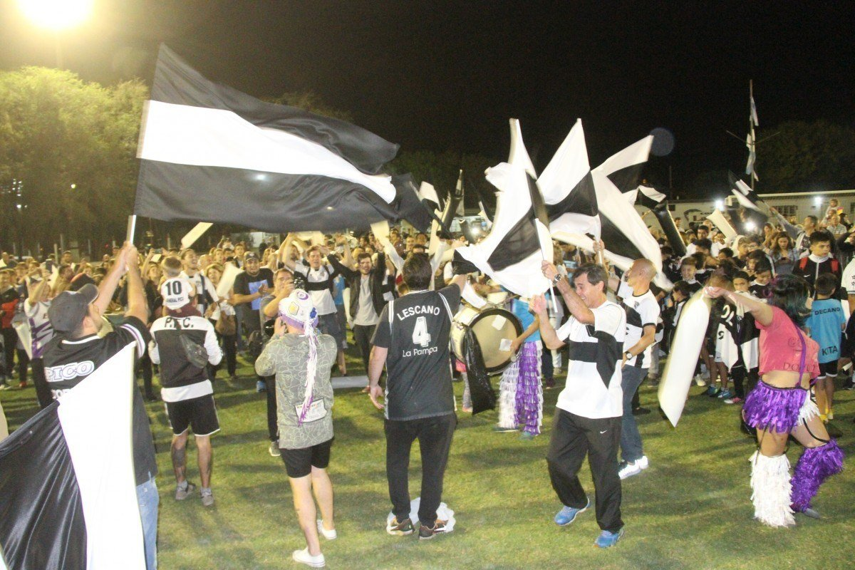Centenario de Pico FBC: Es el turno del fútbol decano, y los campeones tendrán su reconocimiento