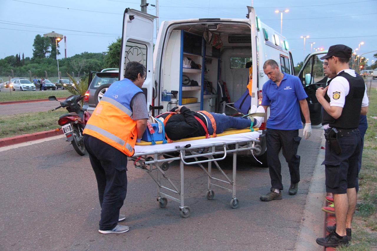 Choque entre camioneta y moto en calle 9 entre 124 y 300: Un hombre fue hospitalizado