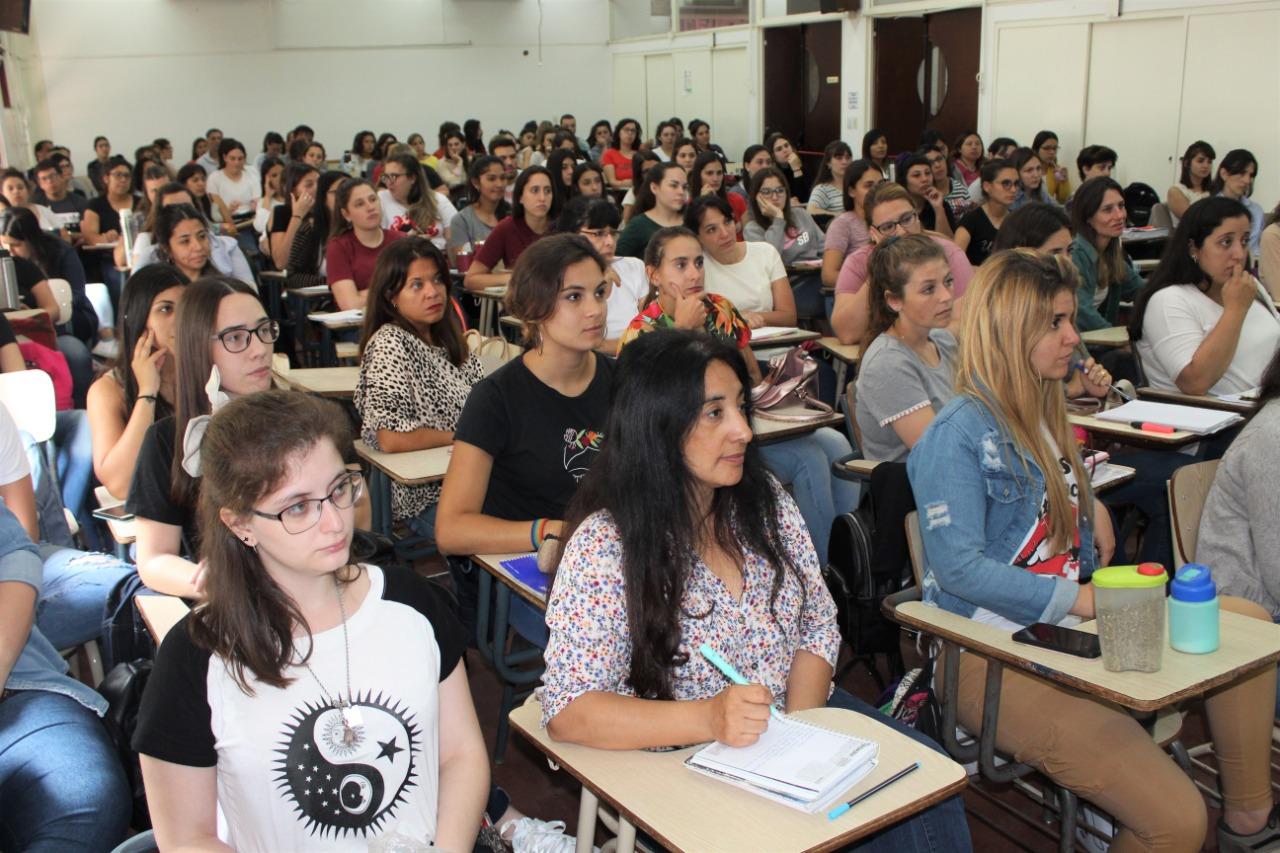 """La Facultad de Ciencias Humanas y el Colegio de Psicólogos de La Pampa organizaron el taller """"Infancias y Adolescencias en problemas de tiempos complejos"""""""