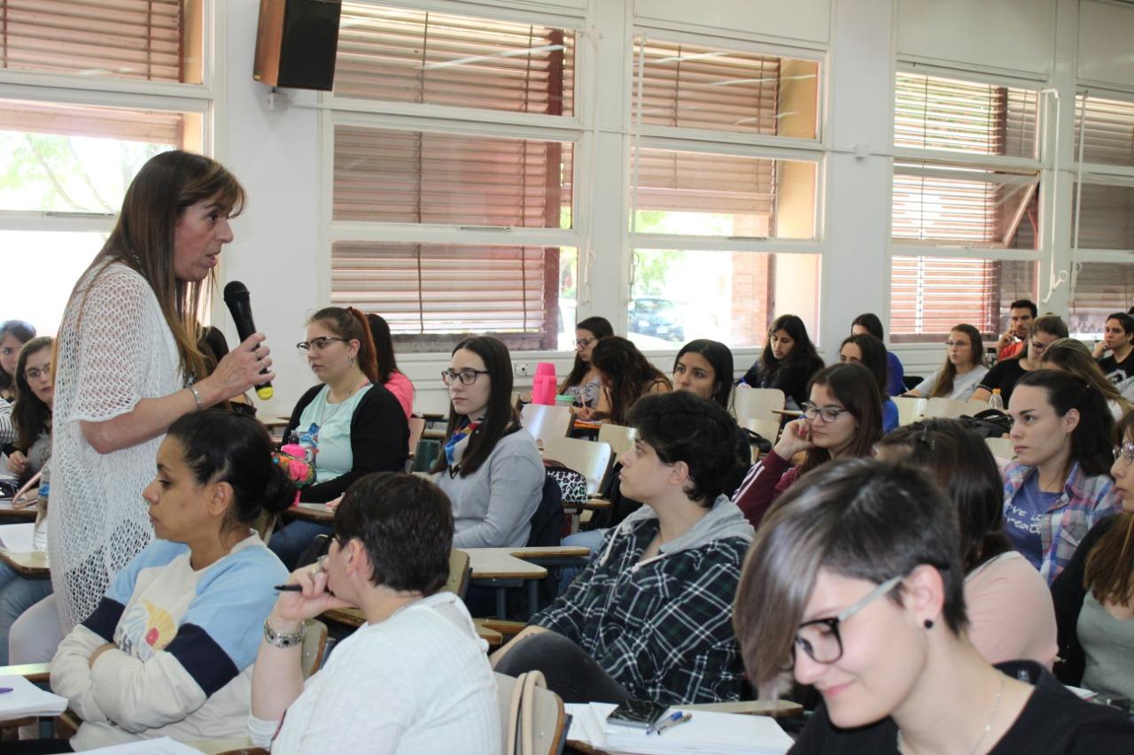 """Se llevó a cabo el taller, """"Infancias y Adolescencias en problemas en tiempos complejos"""", en Humanas"""