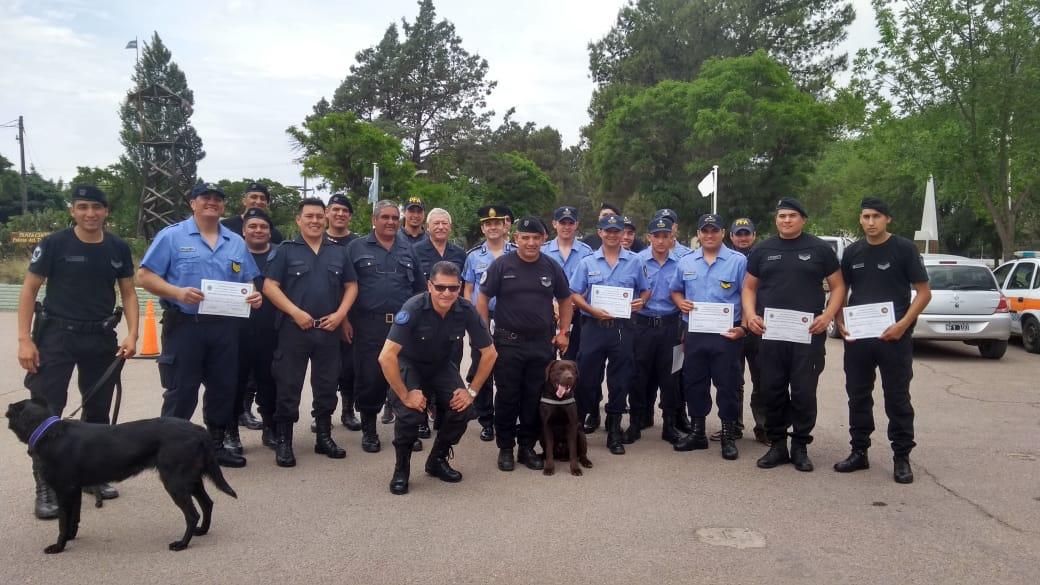 La Policía de La Pampa participó de la Capacitación Operativa en Canes Detectores de Estupefacientes dictada por la Policía Federal Argentina
