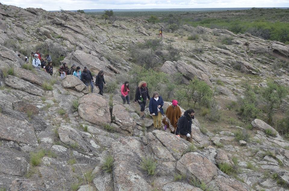 """Se inauguró el sendero """"Caminos del Agua"""" en el yacimiento arqueológico pampeano Cerro de los Viejos"""