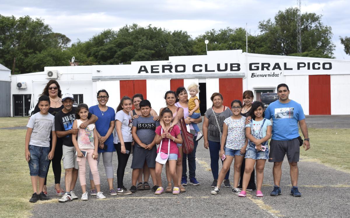 El Aero Club de General Pico regaló vuelos de bautismo a niños que se destacaron por sus valores y su desempeño académico