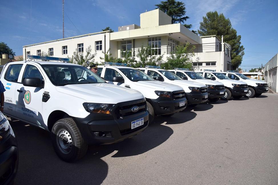 Entregaron diez nuevas camionetas para la Policía de La Pampa