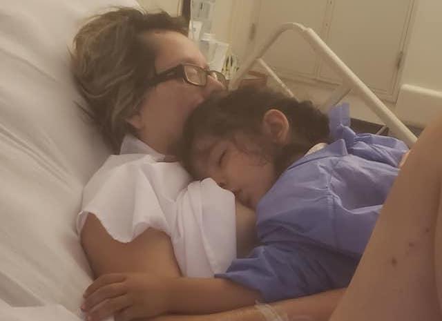 Una mujer de Cordoba en estado vegetativo despertó al oír a su hija pedirle que la amamante