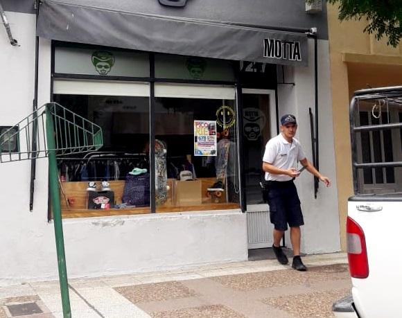 Demoraron a un joven que robó una gorra de un local céntrico