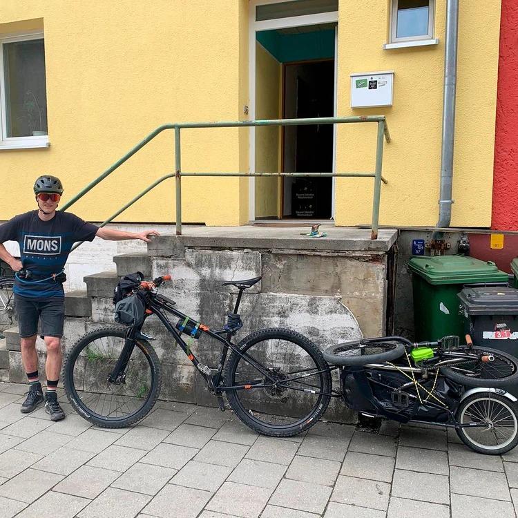 Neuquén: Llegó desde Alemania para recorrer la cordillera en bicicleta pero a las pocas horas le robaron todo