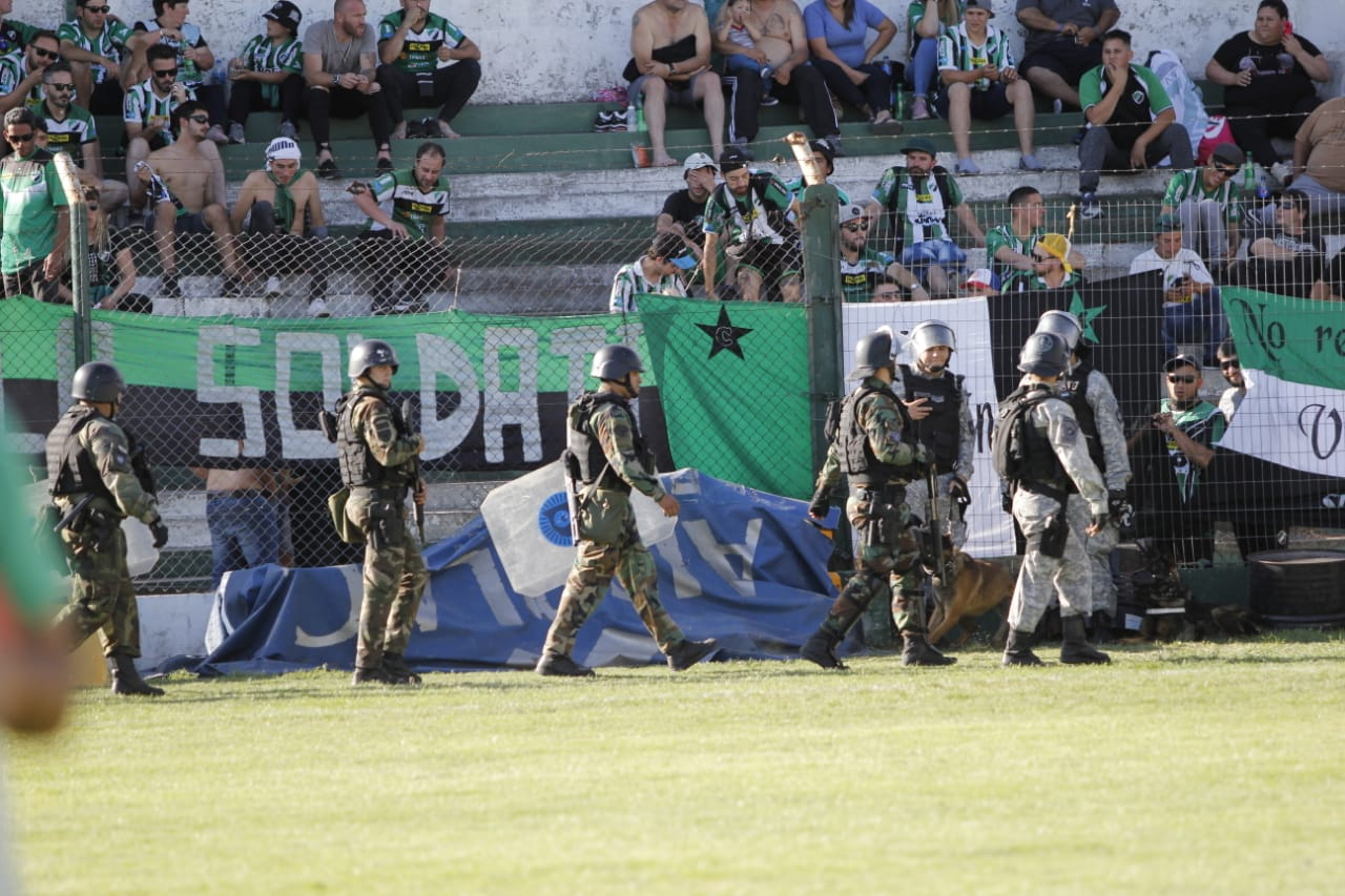 General Pico: robo $876.800 pesos y además le disparó con un arma a la hincha del equipo contrario, pero no irá preso
