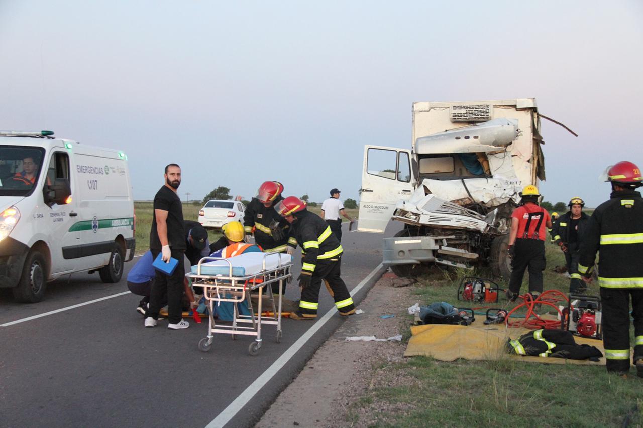 Grave choque frontal entre dos camiones en la Ruta 1 a seis kilómetros de General Pico