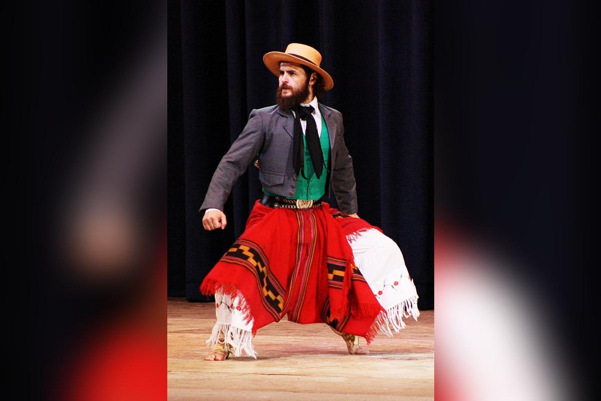 El bailarín achense Facundo Arteaga ganó el selectivo pre Cosquín y va a competir en el Festival Nacional de Folklore