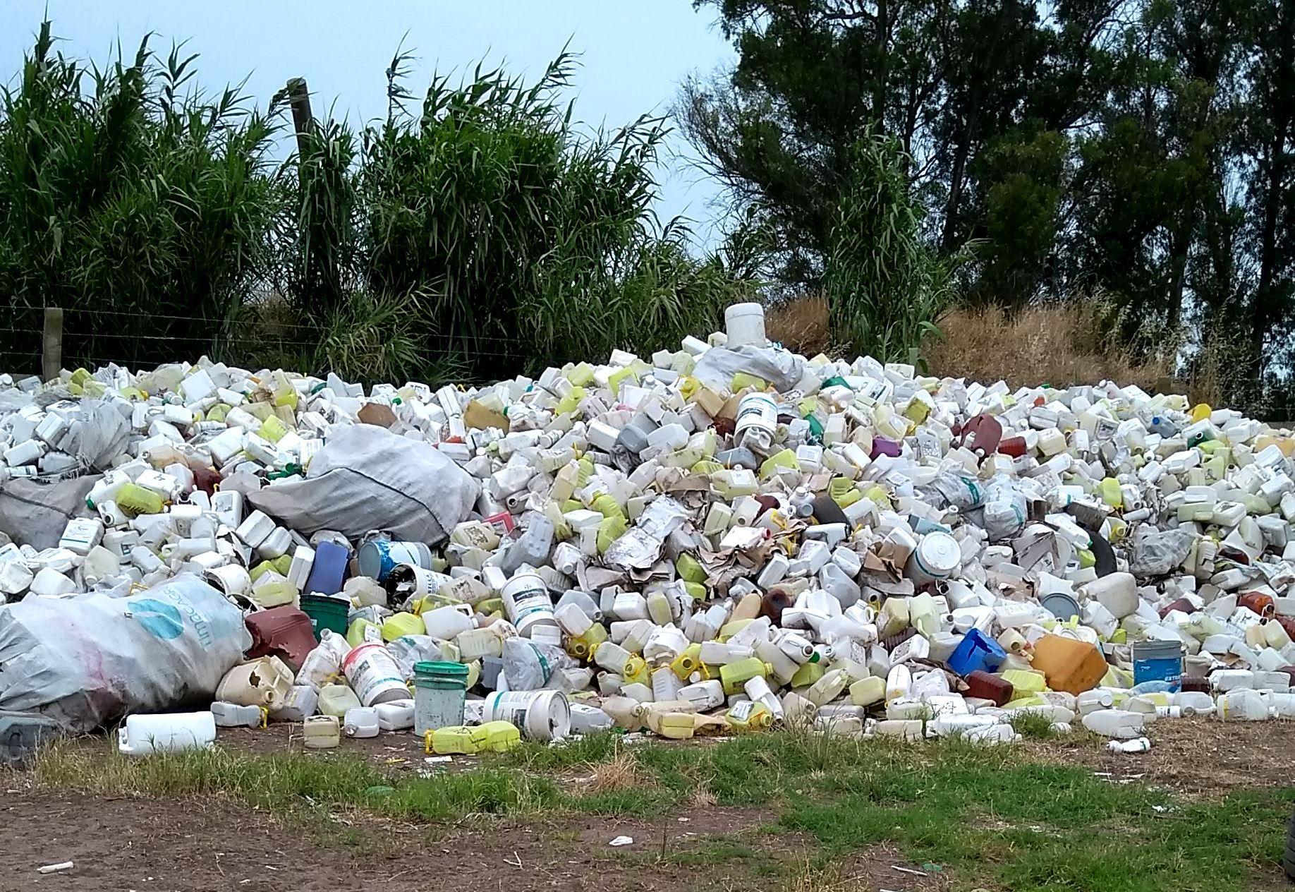 CampoLimpio puso en marcha un operativo para el retiro de los envases que se encuentran abandonados en 19 localidades pampeanas
