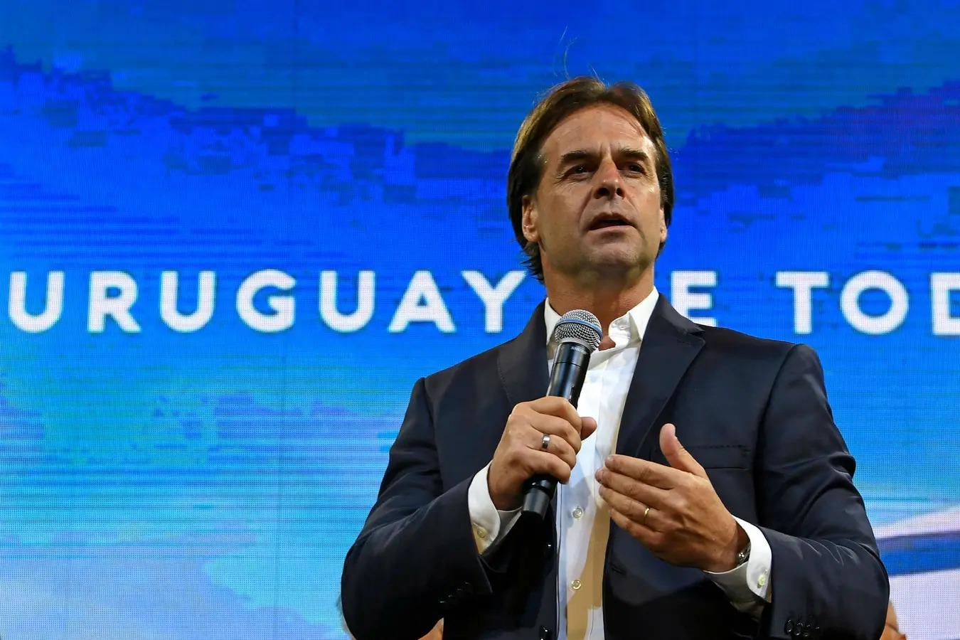 El presidente de Uruguay busca que 100 mil argentinos se muden a su país: planea beneficios migratorios y fiscales