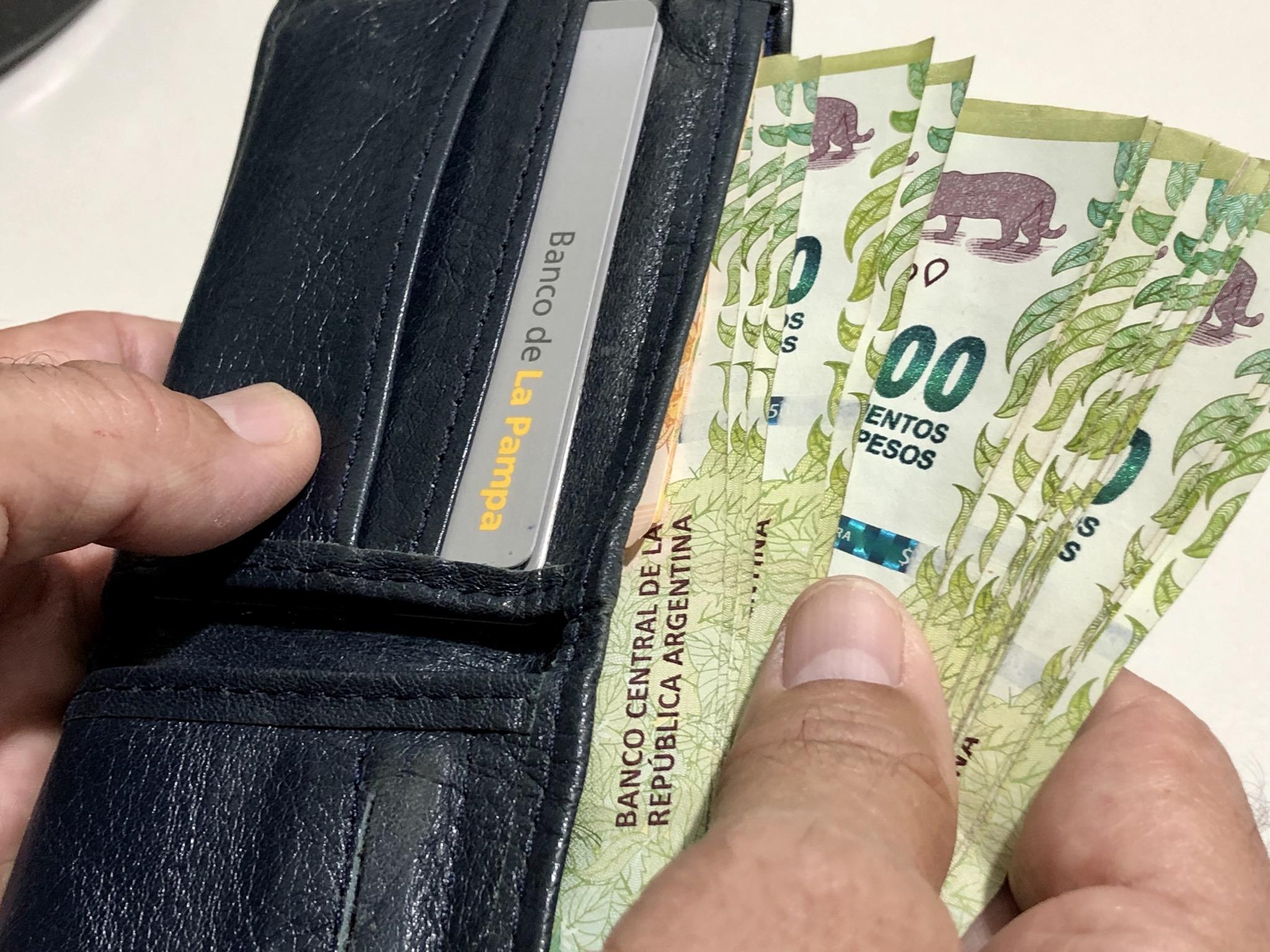 Cobran sueldo y aguinaldo los empleados estatales
