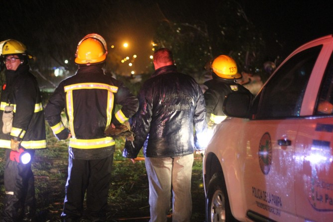 Por la lluvia: Bomberos trabajó en una vivienda ante el pedido de una vecina