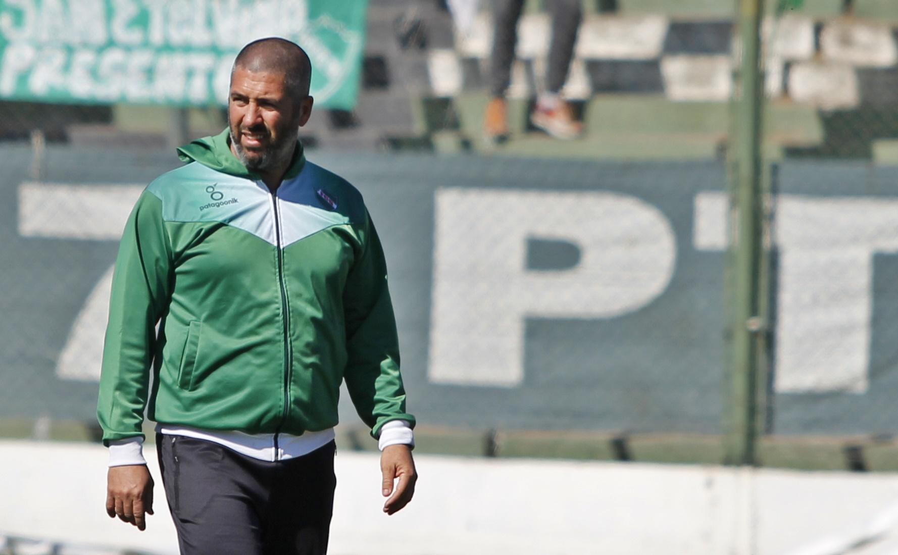 """""""Necesitamos reemplazar la cantidad de goles que nos dejó Neculman"""", señaló, Mauricio Giganti, técnico de Ferro de Pico"""