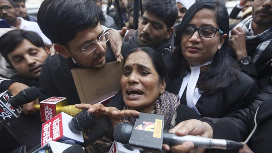 Los cuatro condenados por violar en manada y matar a una joven en la India serán ahorcados