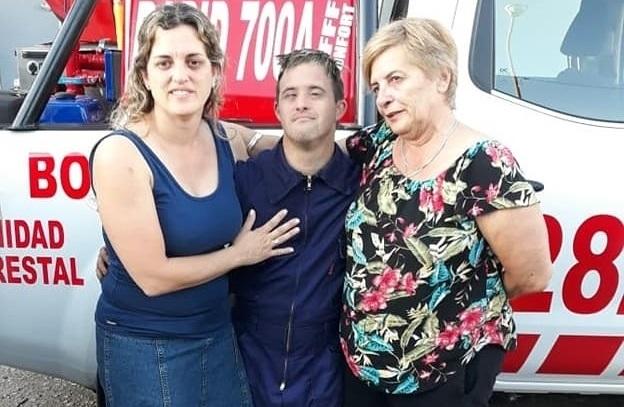 """Derrumbando obstáculos: """"Keki"""" es huinquense, el primer Bombero de Córdoba y el segundo a nivel nacional con síndrome de Down"""