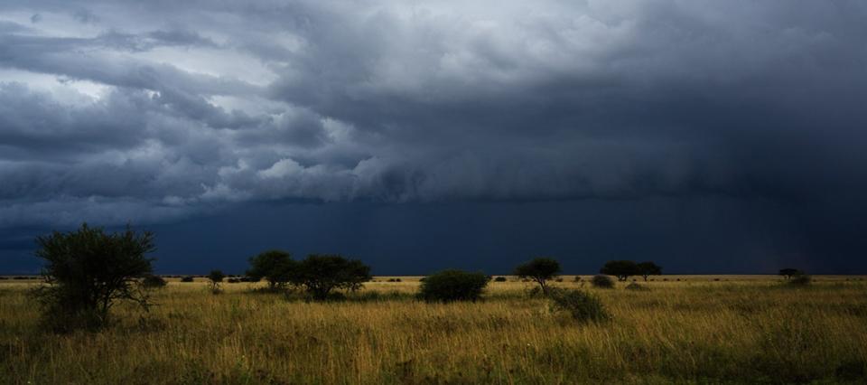 """Continúan vigentes dos alertas por """"lluvias y tormentas fuertes"""" tanto para el norte como para el sur de La Pampa"""