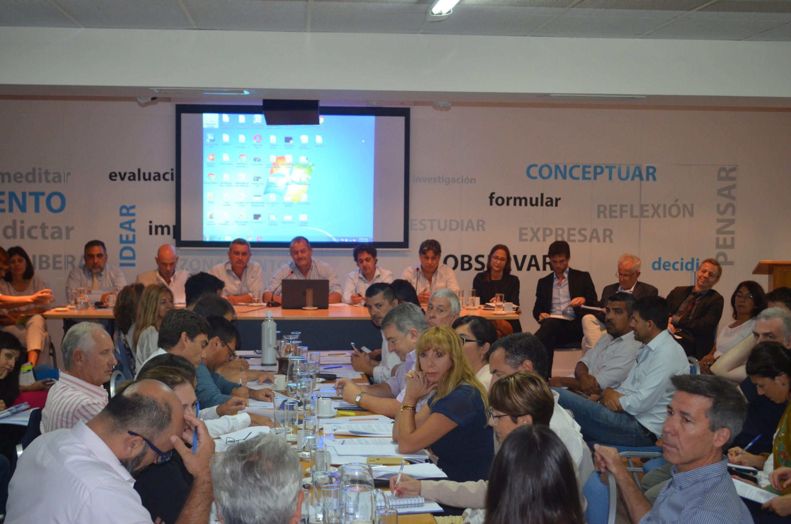 Empezó el plenario de comisiones para tratar la Ley de Agroquímicos
