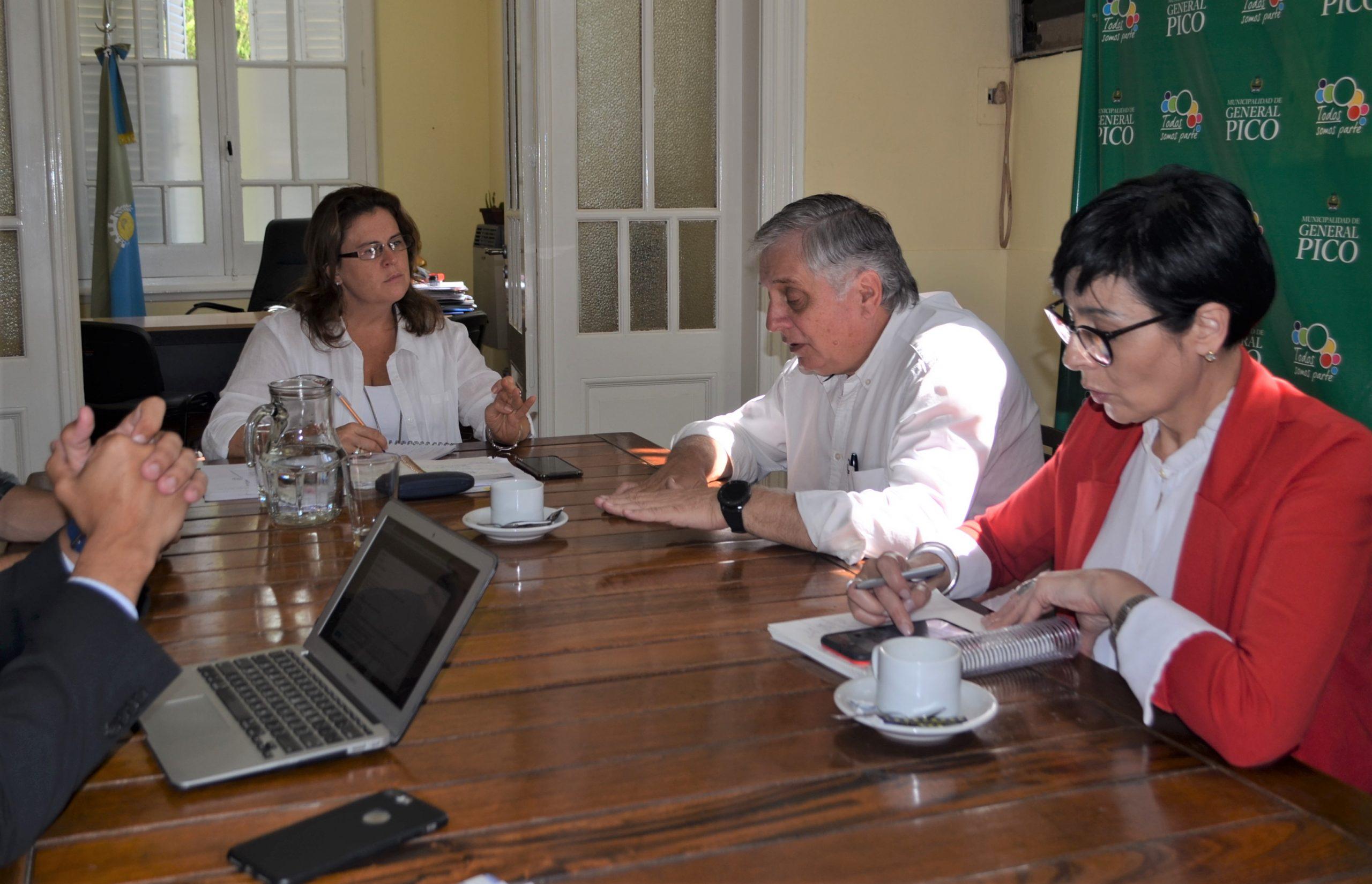 El ministro de la Producción, Ricardo Moralejo, visitó el palacio municipal piquense