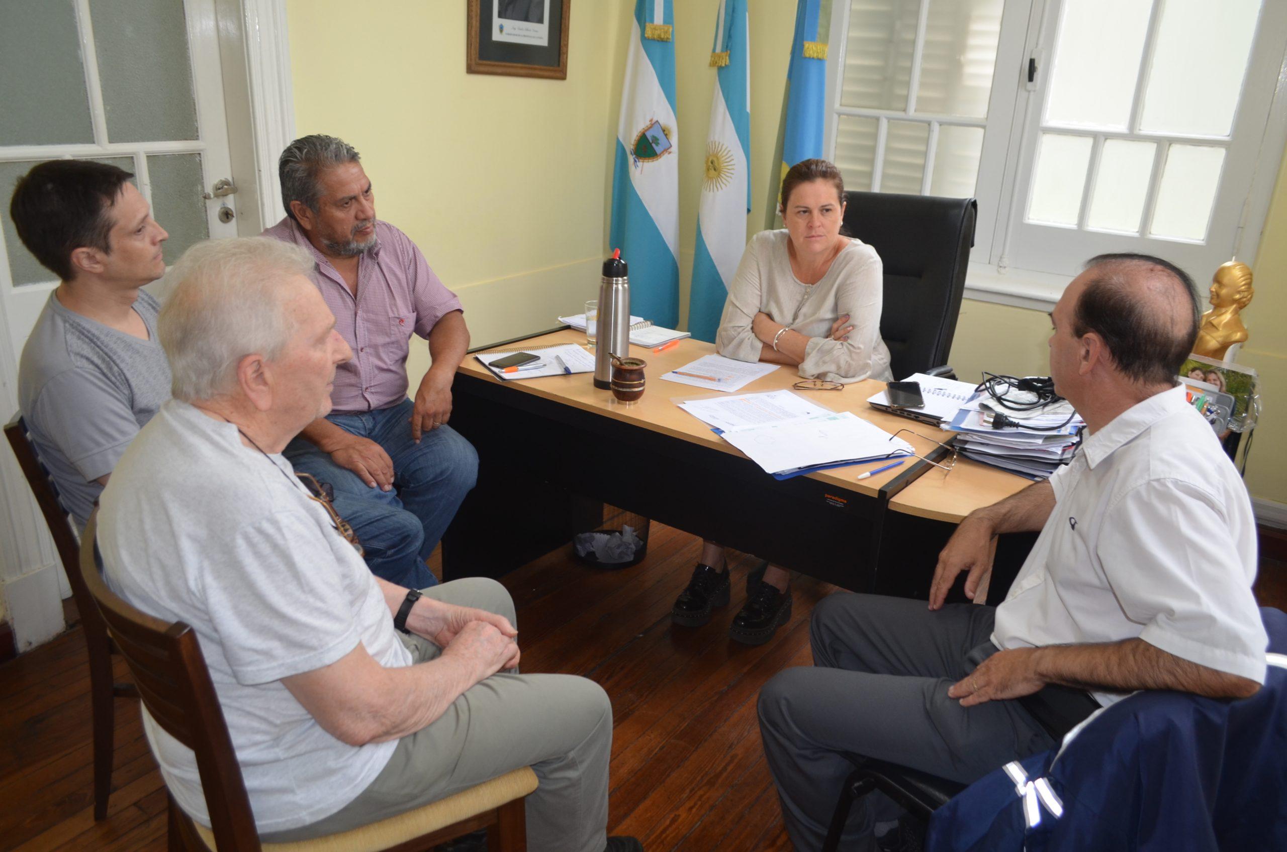 Alonso se reunió con directivos del Radio Club Pampeano y la Asociación Árabe